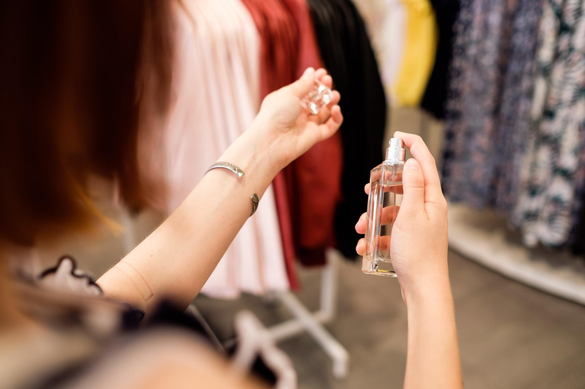 Cum Recunoști Parfumurile Fake în 7 Pași Simpli Sun Plaza